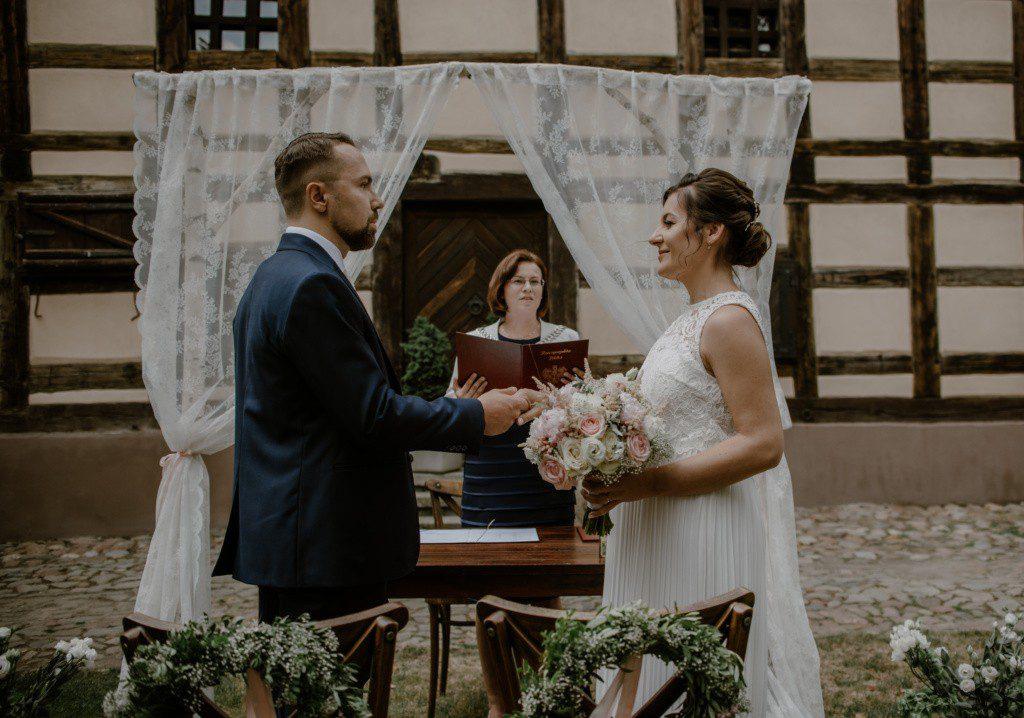 przysięga ślubna w plenerze